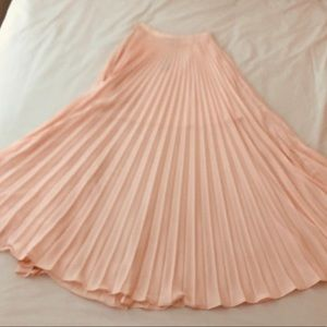 Blush pink pleated skirt. Size 00P fits like a 0